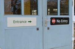 Είσοδος κανένα σημάδι πορτών εισόδων Στοκ Εικόνες