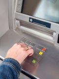 Είσοδος κώδικα ΑΣΦΑΛΕΊΑΣ του ATM στοκ εικόνες