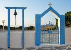 Είσοδος με το κουδούνι στην παλαιά ελληνική εκκλησία Στοκ φωτογραφία με δικαίωμα ελεύθερης χρήσης