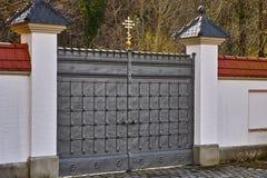 Είσοδος πυλών επεξεργασμένου σιδήρου Στοκ εικόνες με δικαίωμα ελεύθερης χρήσης