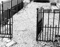 Είσοδος πυλών σε έναν μόνο κενό κήπο Στοκ φωτογραφίες με δικαίωμα ελεύθερης χρήσης