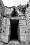 Είσοδος σε έναν τάφο βράχου στοκ εικόνες