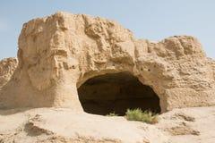 Είσοδος σπηλιών στο σχηματισμό βράχου Στοκ εικόνα με δικαίωμα ελεύθερης χρήσης