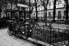 Είσοδος στη γραπτή φωτογραφία μετρό του Παρισιού Στοκ φωτογραφίες με δικαίωμα ελεύθερης χρήσης