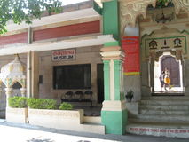 Είσοδος στο ναό και το μουσείο Sri Bharat Mandir στοκ εικόνες
