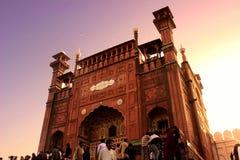 Είσοδος του μουσουλμανικού τεμένους Lahore Badshahi Στοκ Εικόνα
