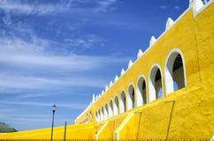 Είσοδος του Convento de San Antonio de Πάδοβα σε Izamal Στοκ Φωτογραφία