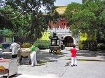 είσοδος του Po Lin μοναστηριού στο νησί του Χονγκ Κονγκ Lantau Στοκ φωτογραφίες με δικαίωμα ελεύθερης χρήσης