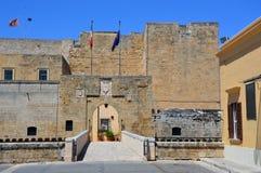 Είσοδος του Swabian κάστρου του Μπρίντιζι αυτήν την περίοδο με κεντρικά γραφεία της μαρίνας Militare, Μπρίντιζι, Ιταλία στοκ εικόνες