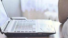 Είσοδος των πληροφοριών πιστωτικών καρτών σε μια σε απευθείας σύνδεση περιοχή αγορών απόθεμα βίντεο