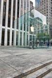 Είσοδος NYC Apple Store στη Πέμπτη Λεωφόρος Στοκ Φωτογραφία