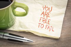 Είστε ελεύθεροι να αποτύχετε - σημειώστε στην πετσέτα στοκ εικόνες