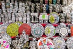 Είδωλα αναμνηστικών στη βολιβιανή αγορά μαγισσών Στοκ εικόνες με δικαίωμα ελεύθερης χρήσης