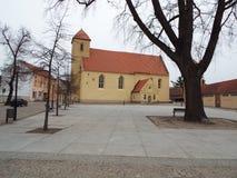 Εβαγγελική εκκλησία του ST Lawrence, μπροστά από την αγορά σε Rheinsberg, Γερμανία 10 04 2016 Στοκ Φωτογραφία