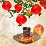 Εβραϊκά παραδοσιακά τρόφιμα για Rosh Hashana - εβραϊκό νέο έτος κόκκινος τρύγος ύφους κρίνων απεικόνισης Στοκ Φωτογραφίες