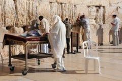 Εβραϊκοί προσκυνητές στον τοίχο Wailing Στοκ Εικόνες