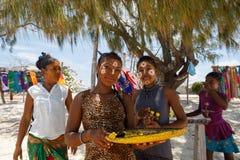 Εγγενή Malagasy εθνικά κορίτσια Sakalava, ομορφιές με το διακοσμημένο πρόσωπο Στοκ φωτογραφία με δικαίωμα ελεύθερης χρήσης