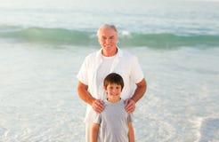 εγγονός παππούδων παραλ&iota Στοκ φωτογραφίες με δικαίωμα ελεύθερης χρήσης