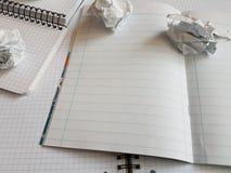 Εγγράφου σημειωματάριων φύλλων κενή τακτοποιημένη κενό σελίδα γραφείων γραμμών σπειροειδής Στοκ Εικόνες