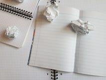 Εγγράφου σημειωματάριων φύλλων κενή τακτοποιημένη κενό σελίδα γραφείων γραμμών σπειροειδής Στοκ φωτογραφία με δικαίωμα ελεύθερης χρήσης