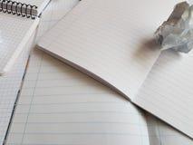 Εγγράφου σημειωματάριων φύλλων κενή τακτοποιημένη κενό σελίδα γραφείων γραμμών σπειροειδής Στοκ Φωτογραφία