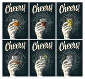 Εγγραφή ευθυμιών Κονιάκ γυαλιού λαβής χεριών, tequila, τζιν, ρούμι, ουίσκυ διανυσματική απεικόνιση