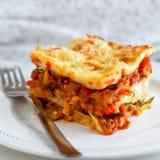 Εγκάρδιο σπιτικό φυτικό Lasagne στοκ φωτογραφίες