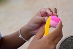 Εγκέφαλος που εκπαιδεύει να αναπτύξει τον εγκέφαλο Και η χρήση των δάχτυλων Στοκ Εικόνες