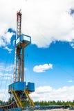 Εγκατάσταση γεώτρησης για τη διάτρυση των φρεατίων πετρελαίου και φυσικού αερίου Στοκ εικόνες με δικαίωμα ελεύθερης χρήσης