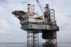 Εγκατάσταση γεώτρησης διατρήσεων στη θάλασσα Στοκ εικόνες με δικαίωμα ελεύθερης χρήσης