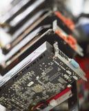 Εγκατάσταση γεώτρησης μεταλλείας Cryptocurrency που χρησιμοποιεί τις γραφικές κάρτες στο ορυχείο για το ψηφιακό cryptocurrency όπ Στοκ φωτογραφία με δικαίωμα ελεύθερης χρήσης