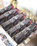 Εγκατάσταση γεώτρησης μεταλλείας Cryptocurrency που χρησιμοποιεί τις γραφικές κάρτες στο ορυχείο για το ψηφιακό cryptocurrency όπ Στοκ Εικόνα