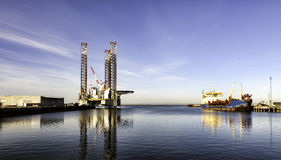 Εγκατάσταση γεώτρησης παράκτιων διατρήσεων Esbjerg στο λιμάνι, Δανία Στοκ Φωτογραφίες
