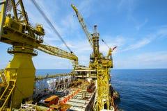 Εγκατάσταση γεώτρησης πετρελαίου και φυσικού αερίου μέσα παράκτια Στοκ Φωτογραφίες