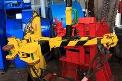 Εγκατάσταση γεώτρησης Tong στο πάτωμα εγκαταστάσεων γεώτρησης της εγκατάστασης γεώτρησης διατρήσεων Στοκ φωτογραφία με δικαίωμα ελεύθερης χρήσης