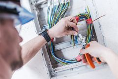 Εγκατάσταση ηλεκτρικών συστημάτων στοκ φωτογραφία με δικαίωμα ελεύθερης χρήσης