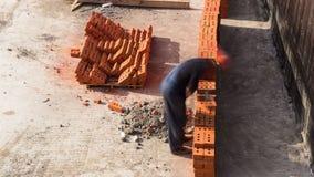 Εγκατάσταση πλινθοκτιστών εργαζομένων κτιστών κατασκευής φιλμ μικρού μήκους