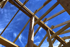 Εγκατάσταση των ξύλινων ακτίνων Στοκ Εικόνες
