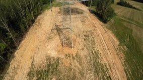 Εγκατάσταση των πυλώνων electricity υψηλή τάση 106 απόθεμα βίντεο