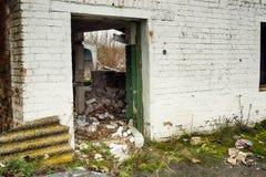 Εγκαταλειμμένα αποθήκη εμπορευμάτων και βιομηχανικά κτήρια και κτήρια Στοκ φωτογραφίες με δικαίωμα ελεύθερης χρήσης