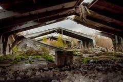 Εγκαταλειμμένα αποθήκη εμπορευμάτων και βιομηχανικά κτήρια και κτήρια Στοκ Φωτογραφίες