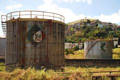 Εγκαταλειμμένες δεξαμενές πετρελαίου σε Vitoria, Brazil_04 στοκ φωτογραφίες