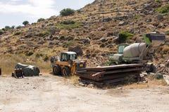 Εγκαταλειμμένες μηχανές κατασκευής σε έναν δύσκολο τομέα στοκ φωτογραφίες με δικαίωμα ελεύθερης χρήσης