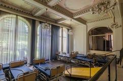 εγκαταλειμμένη αίθουσα σε ένα νοσοκομείο στοκ φωτογραφία
