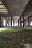εγκαταλειμμένη αποθήκη εμπορευμάτων Στοκ φωτογραφία με δικαίωμα ελεύθερης χρήσης