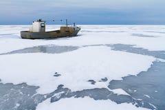εγκαταλειμμένη βάρκα παλαιά Στοκ Φωτογραφία