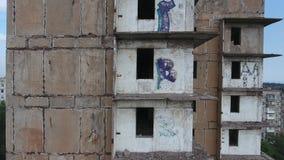 Εγκαταλειμμένη ενίσχυση πολυόροφων κτιρίων κατά μήκος των πατωμάτων φιλμ μικρού μήκους