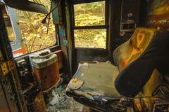 Εγκαταλειμμένη θέση του οδηγού αυτοκινήτων καροτσακιών κοντά επάνω στοκ εικόνα