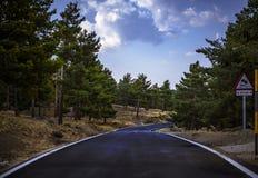 Εγκαταλειμμένος δρόμος υψηλών βουνών στοκ εικόνα