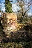 Εγκαταλειμμένος εγκαταλελειμμένος κλίβανος τούβλου στοκ φωτογραφία